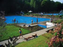 Camping herbolzheim kamperen bij camping herbolzheim zwarte woud zwembad park mobilhome - Zwarte voering voor zwembad ...